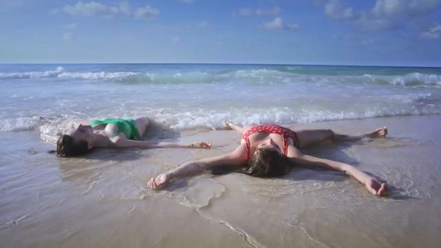 Alexa-Jeanne Dube nude - Cuba merci, gracias (2019)