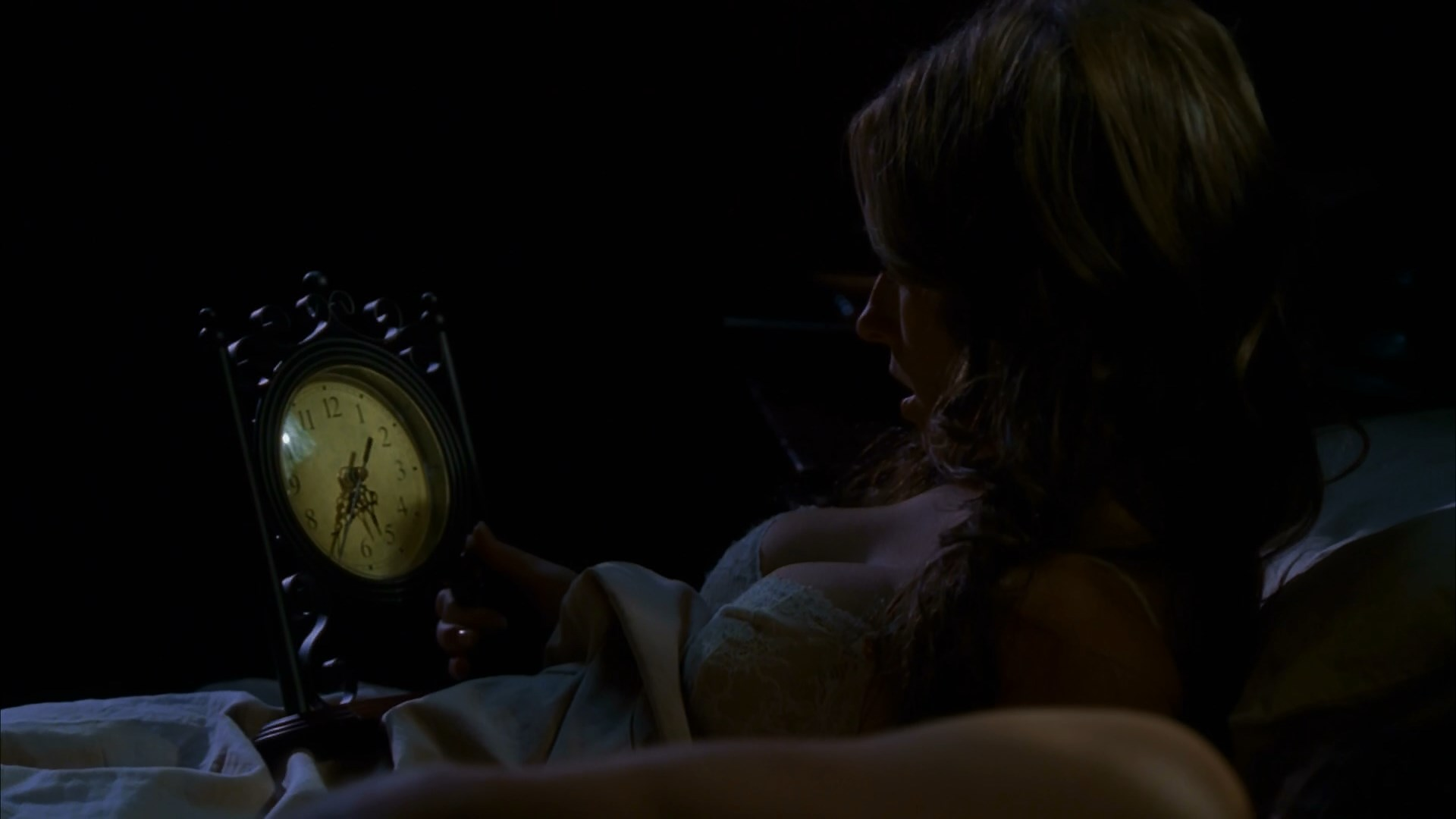 Jennifer Love Hewitt sexy - Ghost Whisperer s05e09 (2009)