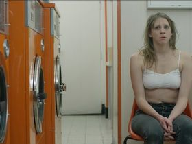 Sarah Lefevre sexy - Paul est la (2017)
