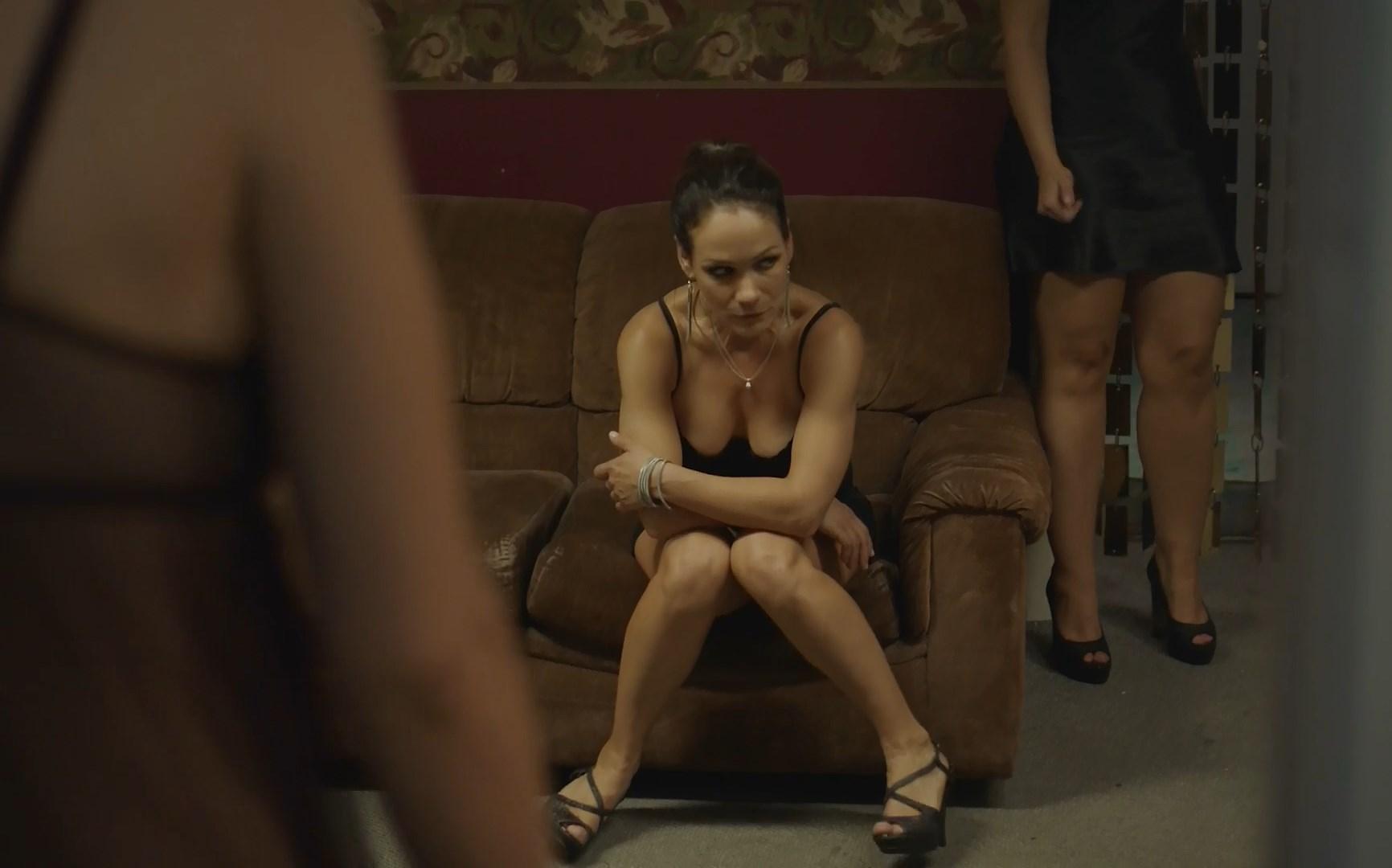 Sandrine Bisson sexy - Veterane (2017)