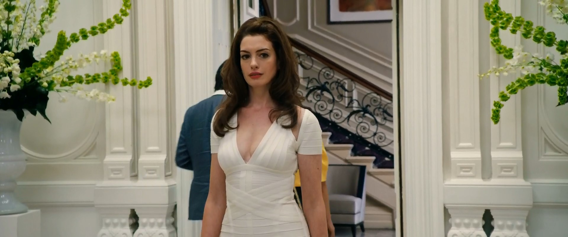 Anne Hathaway sexy - The Hustle (2019)