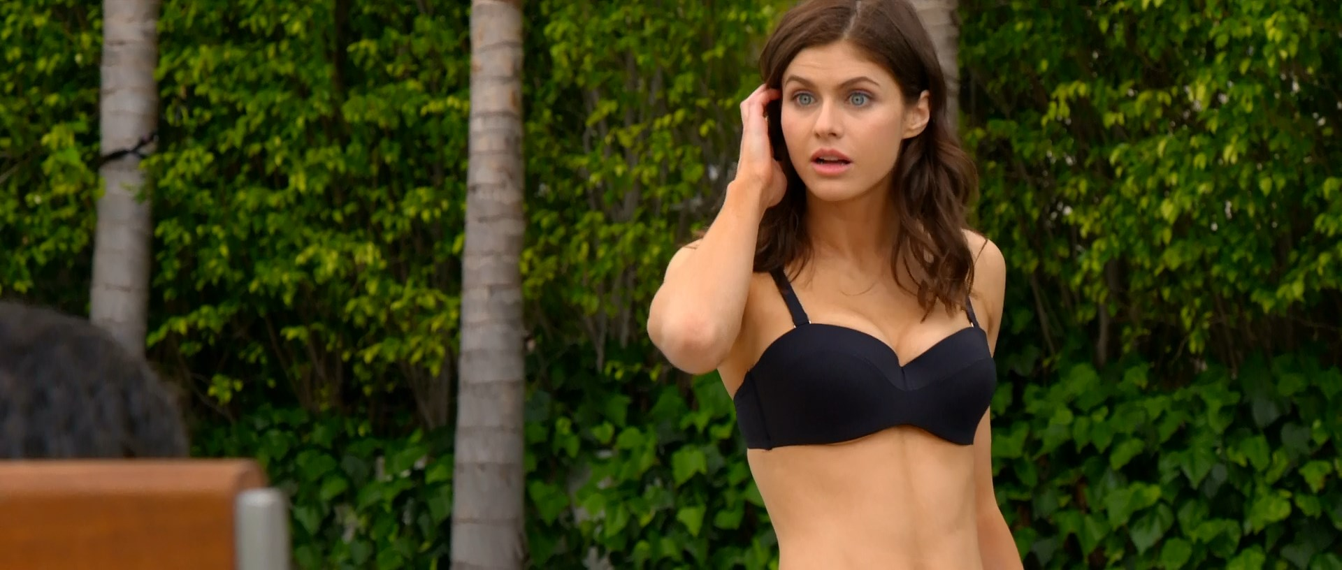 Alexandra Daddario sexy - Why Women Kill s01e01 (2019)