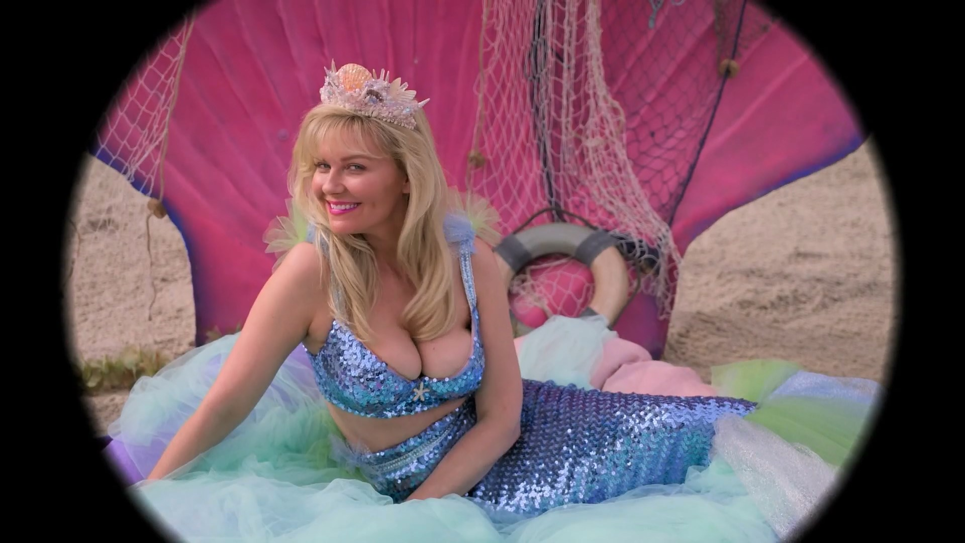 Kirsten Dunst sexy - On Becoming a God in Central Florida s01e07 (2019)