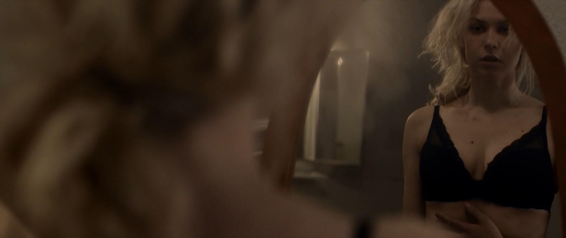Penelope Mitchell sexy - Gnaw (2017)