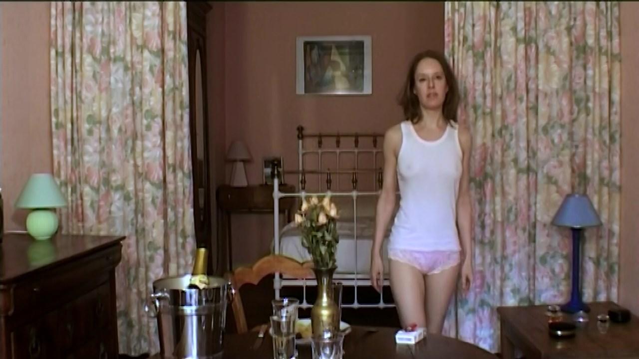 Katia Leclerc O'Wallis (Katia O'Wallis) sexy - Derniere Cigarette (2005)