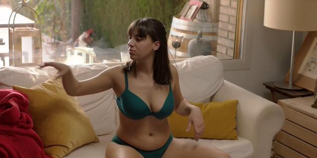 Natalia Barrientos sexy - Les de l'hoquei s01e07 (2019)