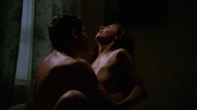 Callie Thorne nude - The Wire s02e06 (2003)