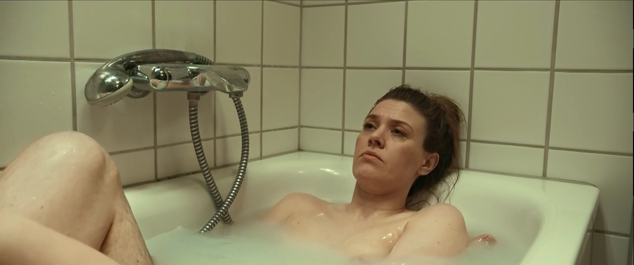 Ane Helene Hovby nude - Tosomhed (2019)