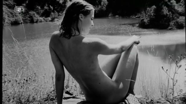 Bernadette Heerwagen nude - An die Grenze (2007)