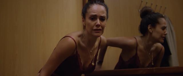 Cristina Umana sexy - Distrito Salvaje s01e04 (2018)