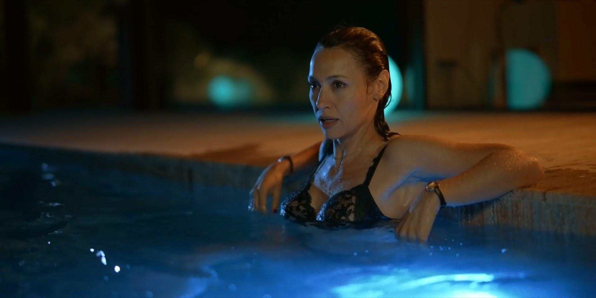 Natalia Verbeke sexy - El nudo s01e01-03 (2019)