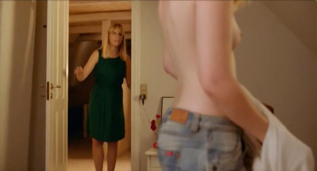 Pernille Rene Krogholt nude - Ungdommen danser (2018)