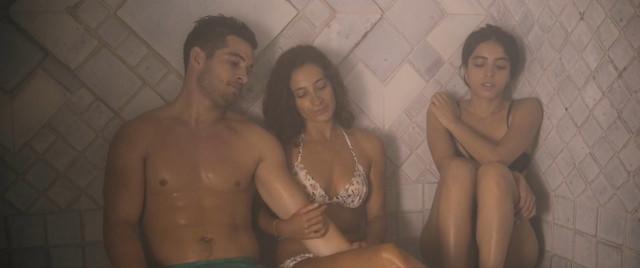 Hafsia Herzi sexy - Tu merites un amour (2019)