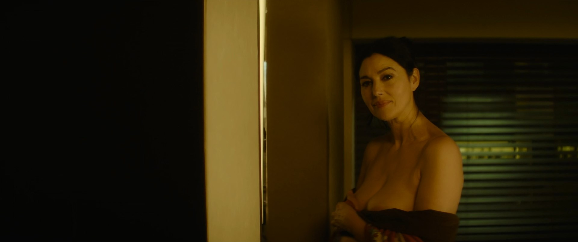 Monica Bellucci sexy - Spider in the Web (2019)