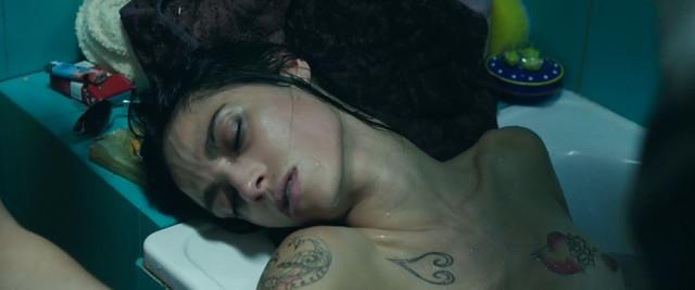 Roberta Mattei nude - Veloce come il vento (2016)