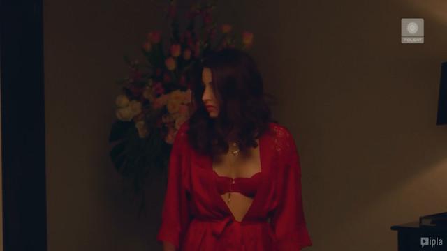 Julia Wieniawa-Narkiewicz sexy - Zawsze warto s01e05 (2019)