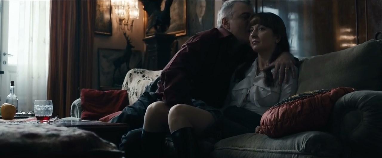 Alina Berzunteanu sexy - Wonderland (2012)