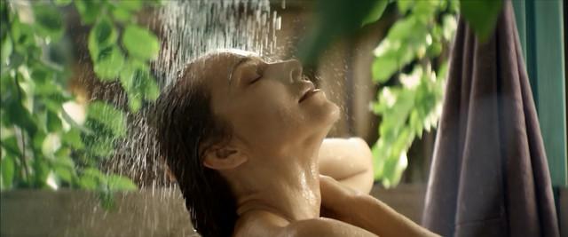 Ekaterina Guseva sexy - Vhodya v dom oglyanis s01e01 (2019)