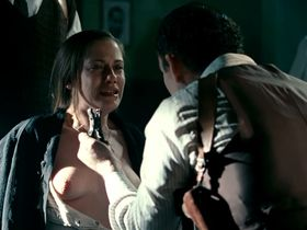 Maria Leon nude - La voz dormida (2011)