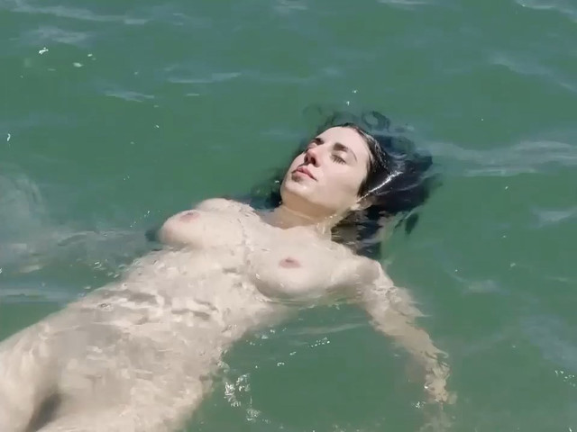Elena Martin nude - Suc de sindria (2019)
