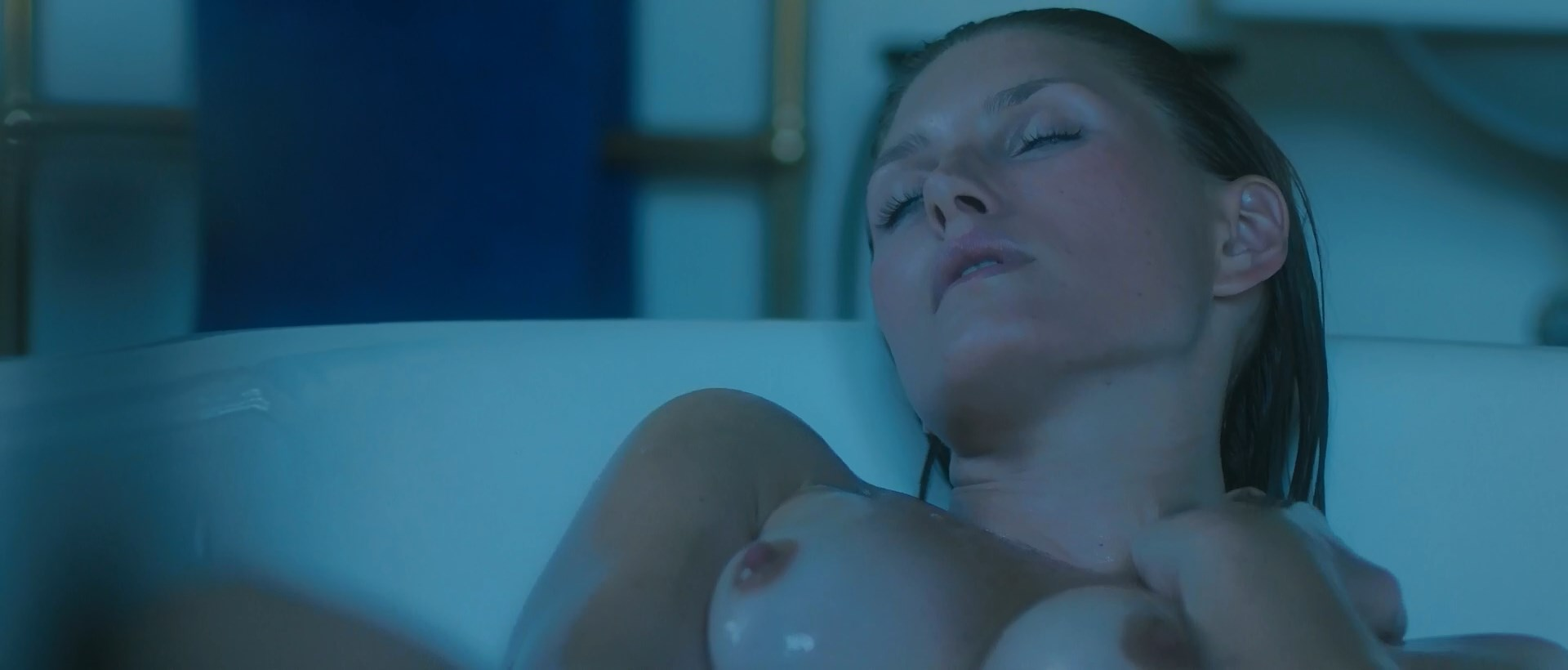 Andrea Winter nude - Blood Paradise (2018)