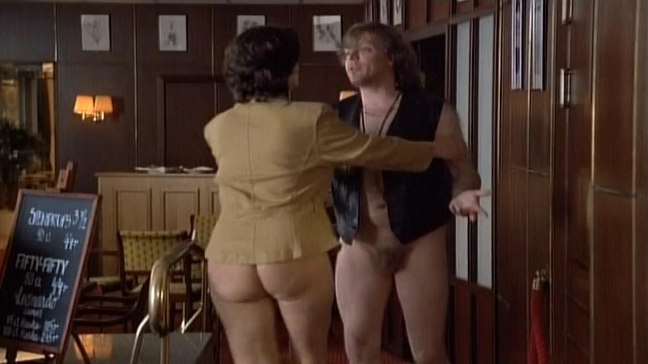 Suzanne Reuter nude - Yrrol - En kolossalt genomtankt film (1994)