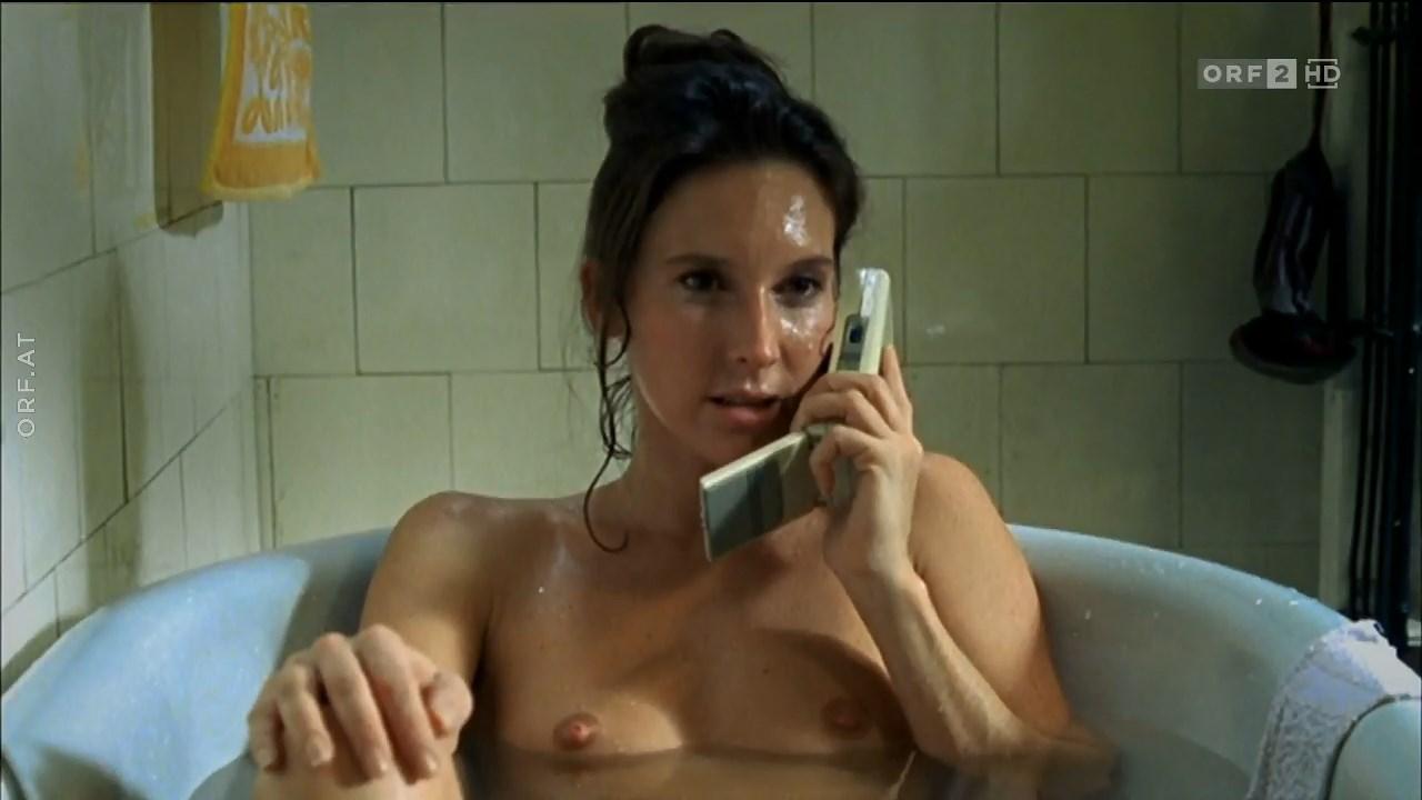 Maria Kostlinger nude - Ausgeliefert (2002)