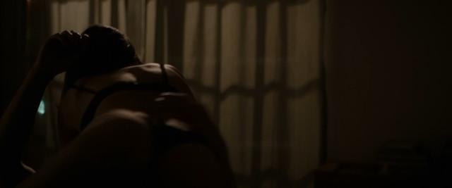 Emily Ratajkowski sexy - Lying and Stealing (2019)