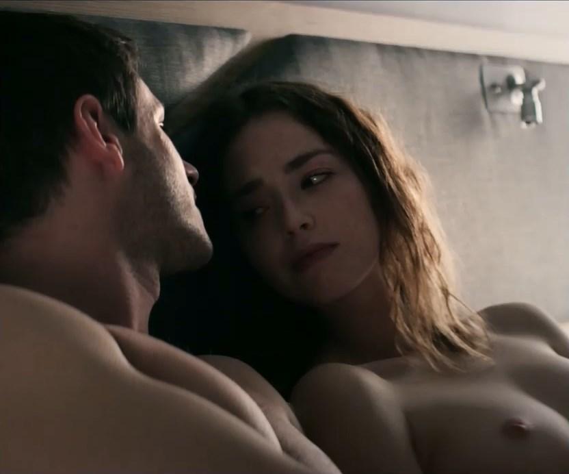 Freya Mavor nude - Il etait une seconde fois s01e01-04 (2019)