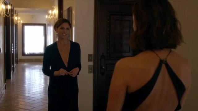 Sarah Michelle Gellar sexy, Nathalie Kelley sexy - Cruel Intentions (pilot) (2016)