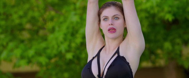 Alexandra Daddario sexy, Kate Upton sexy - The Layover (2017) HD