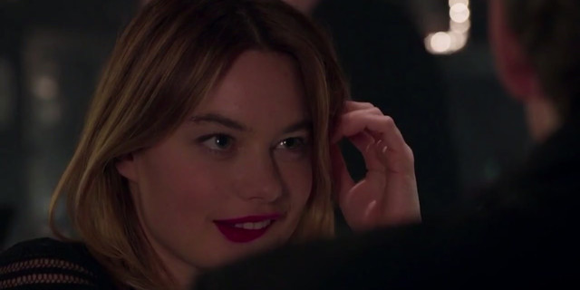 Camille Rowe sexy - Rock'n Roll (2017)