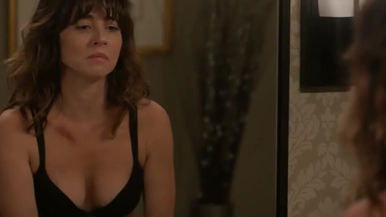 Linda Cardellini  nackt
