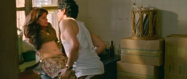 Sai Tamhankar sexy - Hunterrr (2015)