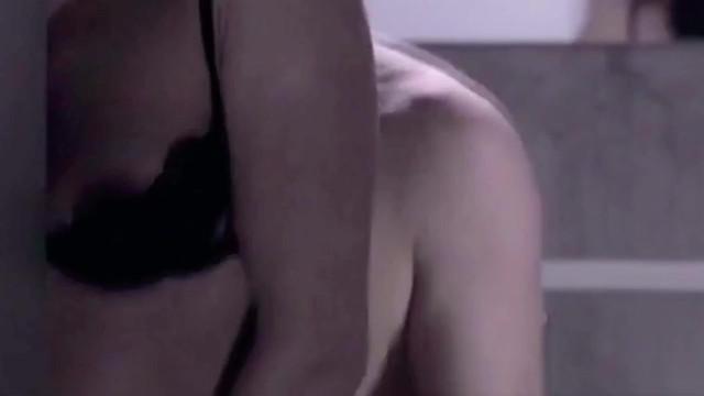 Najwa Nimri sexy - El Método (2005)