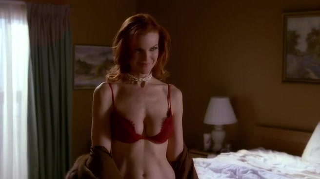 Marcia Cross sexy - Desperate Housewives s01e06 (2004)