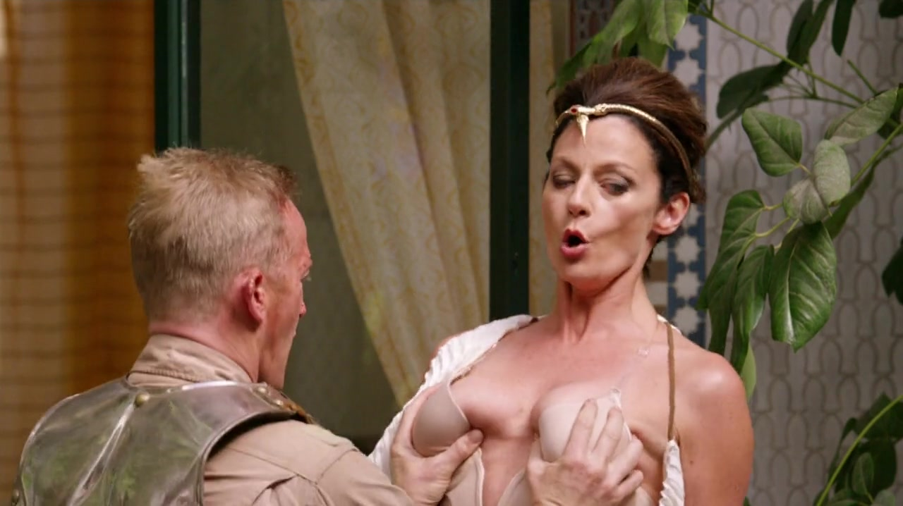 Michelle Gomez  nackt
