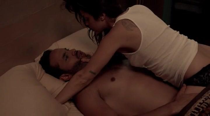 Vanessa Ferlito sexy - Graceland s02e08 (2014)