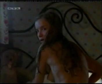 Alexandra Schalaudek nude - Der Kuß meiner Schwester (2000)