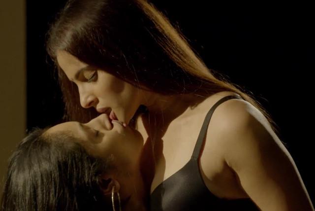 Priya Bapat sexy, Pavleen Gujral sexy - City of Dreams s01e05 (2019)