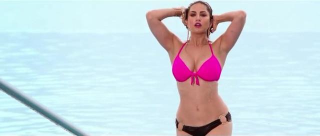 Sunny Leone sexy - Mastizaade (2016)