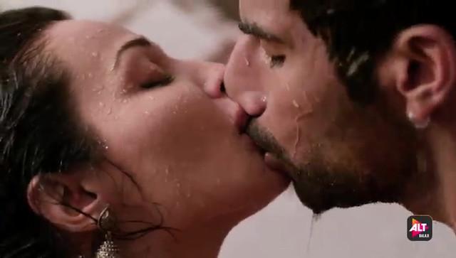 Anveshi Jain, Flora Saini, Sonam Arora, Coral Bhamra, Navneet Kaur, Ruby Bharaj sexy - Gandii Baat s02e01, e02, e04 (2019)