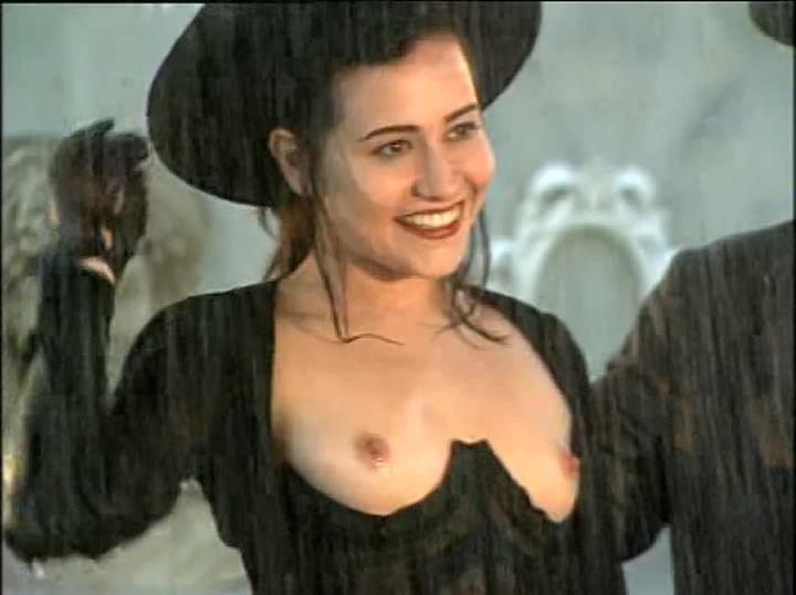 Alessandra Negrini nude - Engraçadinha Seus Amores e Seus Pe s01e01 (1995)
