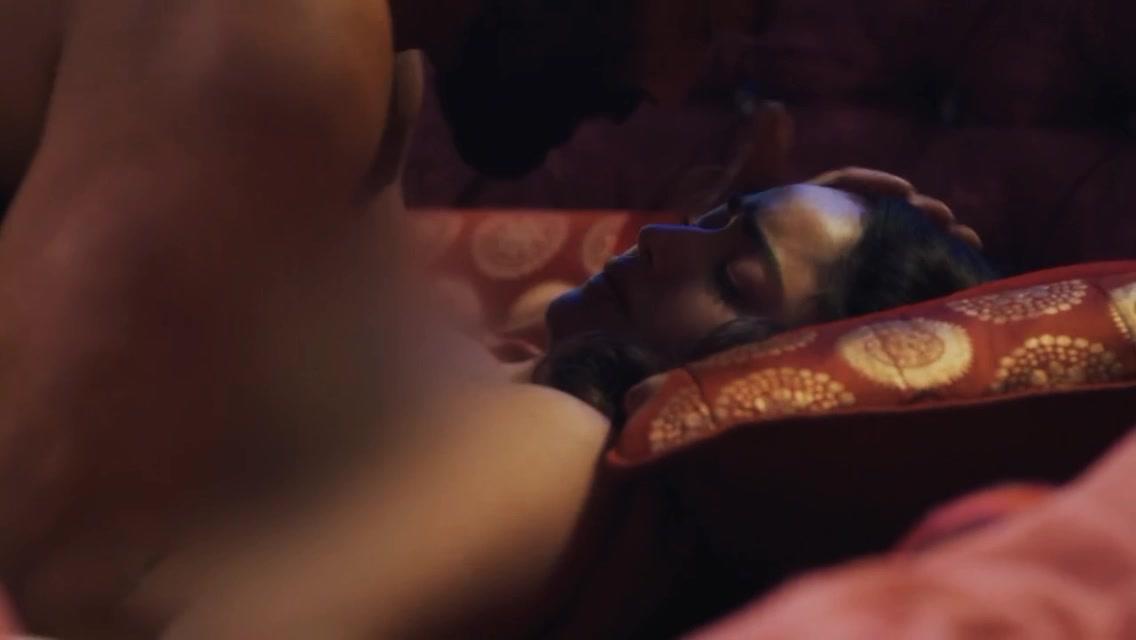 Tridha Choudhury sexy - Aashram s01e09 (2020)
