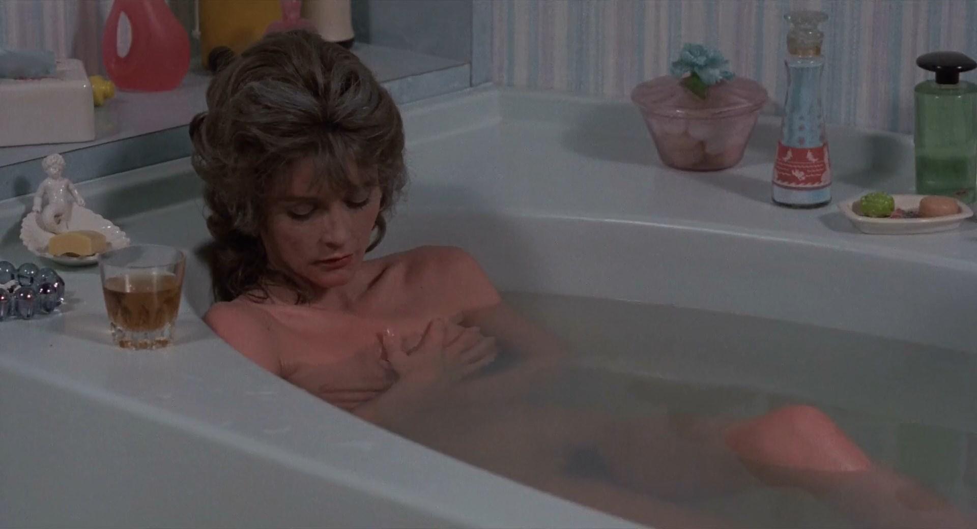 Cornelia Sharpe nude, Margot Kidder nude - The Reincarnation of Peter Proud (1975)