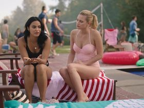Camila Mendes sexy, Brit Morgan sexy, Madelaine Petsch sexy - Riverdale s03e01 (2018)