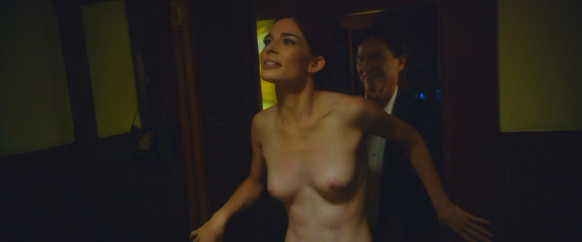 Chloe Dykstra nude, Ana Foxx nude - Diminuendo (2018)