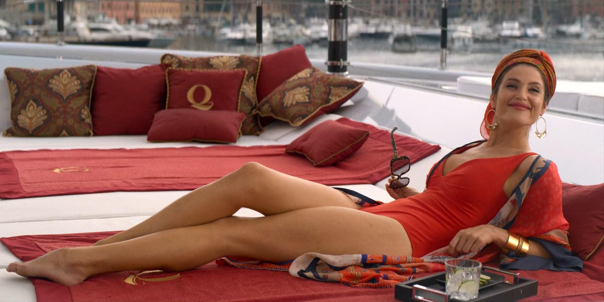 Jennifer Aniston sexy, Gemma Arterton sexy - Murder Mystery (2019)