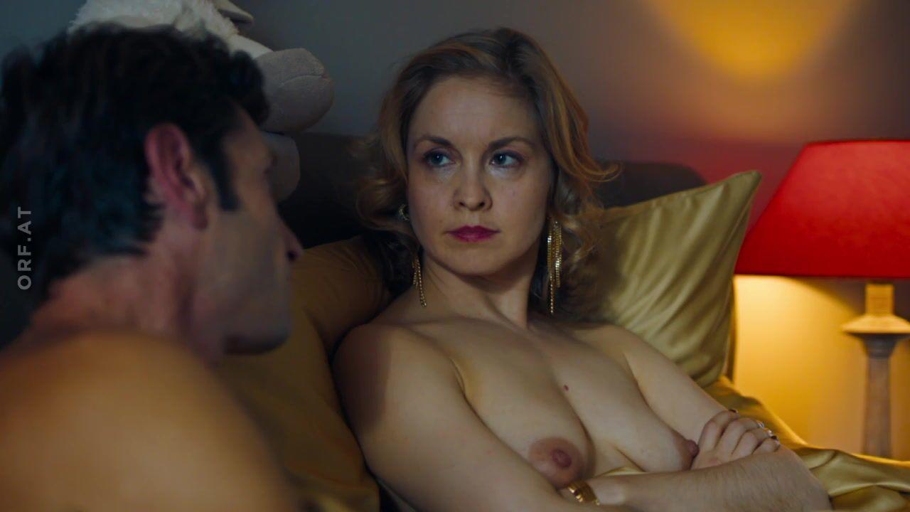 Zoe Foster  nackt