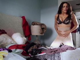Paula Patton sexy - Baggage Claim (2013)